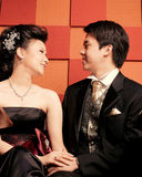 Pares asiáticos jovenes felices Fotografía de archivo