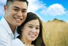 Pares asiáticos românticos felizes Fotografia de Stock