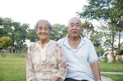 Pares asiáticos mayores Imagenes de archivo