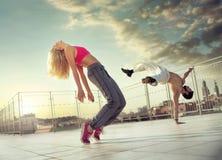 Pares atléticos en el miiddle del entrenamiento Fotografía de archivo libre de regalías