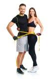 Pares atléticos felices - hombre y mujer con la cinta métrica Fotografía de archivo