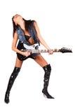 Pares atractivos de piernas en cargadores del programa inicial con la guitarra eléctrica Imagen de archivo libre de regalías
