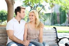 Pares atractivos en amor Imagen de archivo libre de regalías
