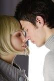 Pares atractivos en amor Fotografía de archivo libre de regalías