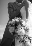 Pares atrativos em seu dia do casamento Fotografia de Stock