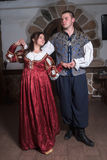 Pares atrativos na dança retro dos vestidos Fotografia de Stock Royalty Free