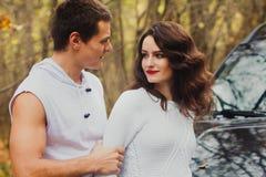 Pares bonitos da história de amor do outono Fotografia de Stock Royalty Free