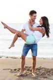 Pares bonitos na praia Fotos de Stock