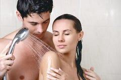 Pares bonitos novos que lavam no chuveiro Foto de Stock Royalty Free