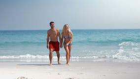 Pares bonitos que andam na praia filme