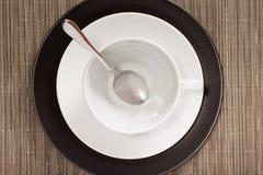 Pares brancos do chá no preto Fotografia de Stock Royalty Free