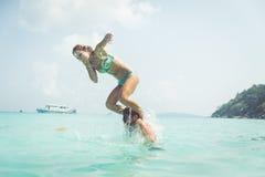 Pares brincalhão na água Imagem de Stock Royalty Free