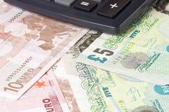 Pares británicos y euro del dinero en circulación Fotografía de archivo