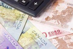 Pares canadienses y euro del dinero en circulación Foto de archivo