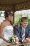 Pares cariñosos de la boda Fotografía de archivo libre de regalías