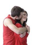Pares cariñosos jovenes en rojo en el fondo blanco Fotos de archivo