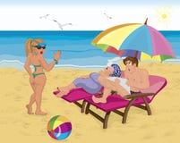 Pares casados bajo el paraguas en la playa Fotografía de archivo