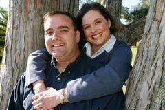Pares casados en árbol Fotografía de archivo libre de regalías