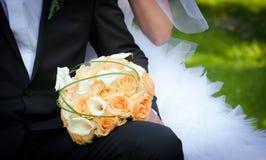 Pares casados jóvenes Imagen de archivo libre de regalías
