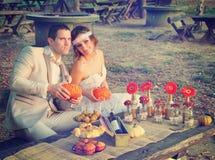 Pares casados na natureza Imagem de Stock Royalty Free