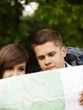 Pares com mapa Fotos de Stock