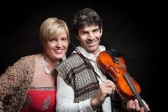 Pares com violino imagens de stock royalty free