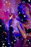 Pares con champán Foto de archivo libre de regalías