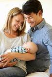 Pares con el bebé joven imagen de archivo libre de regalías