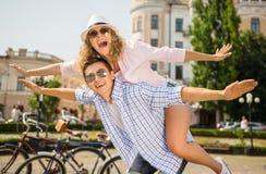 Pares con las bicicletas Fotos de archivo libres de regalías
