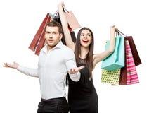 Pares con los bolsos de compras Fotografía de archivo