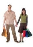 Pares con los bolsos de compras Imágenes de archivo libres de regalías
