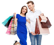 Pares con los bolsos de compras Foto de archivo