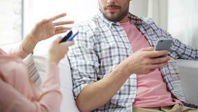 Pares con los smartphones que mandan un SMS en casa