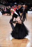 Pares da dança de salão de baile, dançando na competição Fotografia de Stock