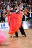 Pares da dança de salão de baile, dançando na competição Imagem de Stock Royalty Free