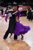 Pares da dança de salão de baile, dançando na competição Fotografia de Stock Royalty Free