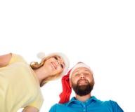Pares de adolescentes jovenes y felices en sombreros de la Navidad Imagen de archivo libre de regalías