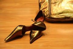 Pares de altos zapatos femeninos Fotos de archivo libres de regalías
