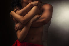 pares de amantes no abraço Imagens de Stock
