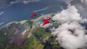 Pares de aviadores de Wingsuit en Palau Imagenes de archivo