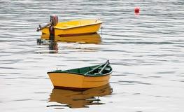 Pares de barcos amarelos Imagens de Stock