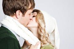 Pares de beijo felizes Fotografia de Stock