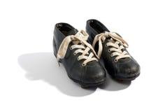 Pares de botas velhas do futebol Foto de Stock