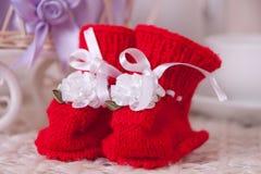Pares de botines rojos Imagenes de archivo