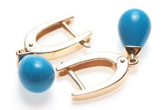 Pares de brincos dourados Fotografia de Stock Royalty Free