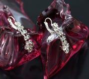 pares de brincos de uma prata da forma com pedras preciosas Foto de Stock Royalty Free