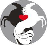 Pares de cavalos no fundo do símbolo do coração Fotos de Stock