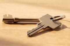 Pares de chaves no fim da tabela acima Imagens de Stock Royalty Free