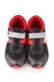 Pares de colores de los zapatos de los deportes, negros y rojos Fotografía de archivo
