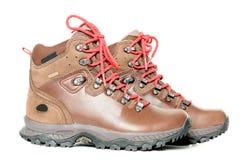 Pares de couro que caminham as botas isoladas na vista lateral branca Fotos de Stock Royalty Free